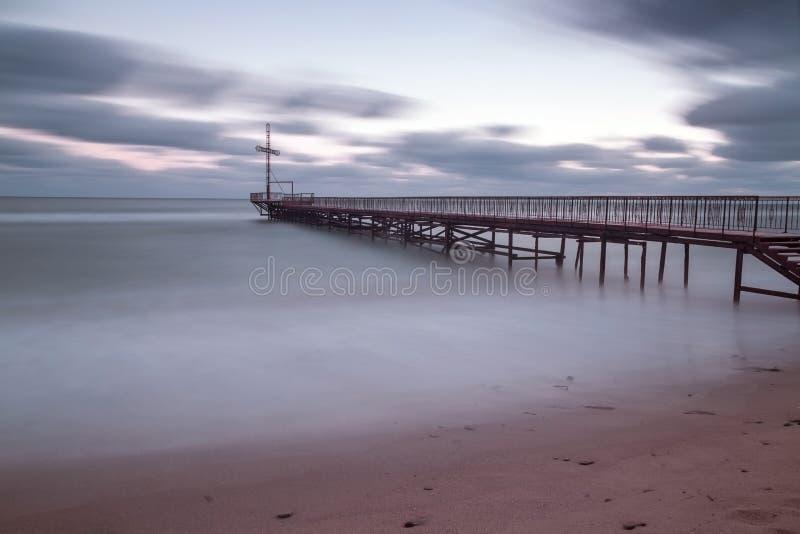 Tramonto del mare alla costa di Mar Nero fotografia stock libera da diritti