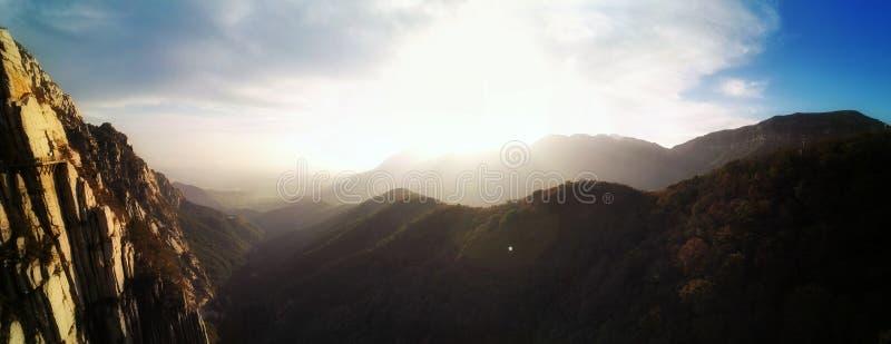 Tramonto del Monte Song panoramico immagini stock libere da diritti