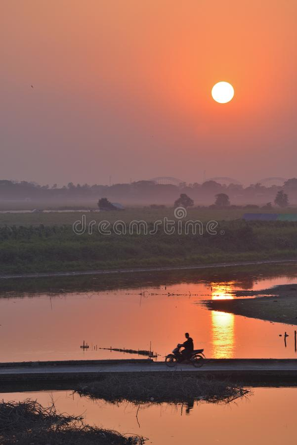 Tramonto del Myanmar Mandalay U-bein immagine stock