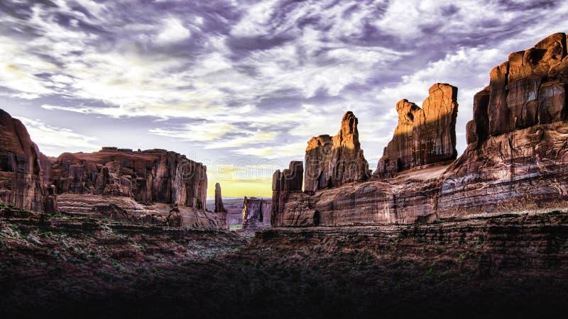 Tramonto del parco nazionale di arché nell'Utah immagine stock libera da diritti