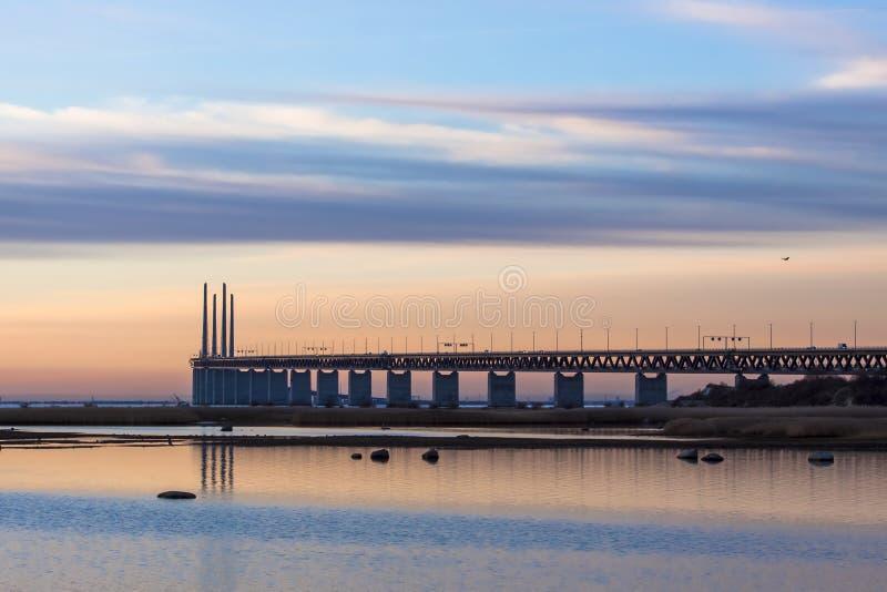 Tramonto del ponte a dicembre immagini stock