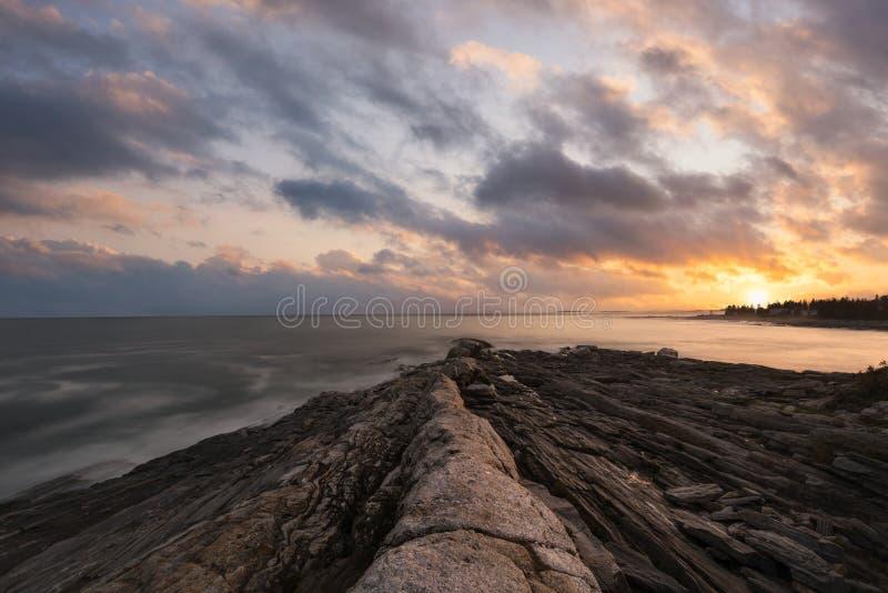 Tramonto del punto di Pemaquid in Maine fotografie stock libere da diritti