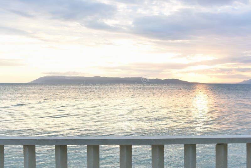 tramonto delicato sul mare adriatico Argine Mediterraneo classico fotografia stock