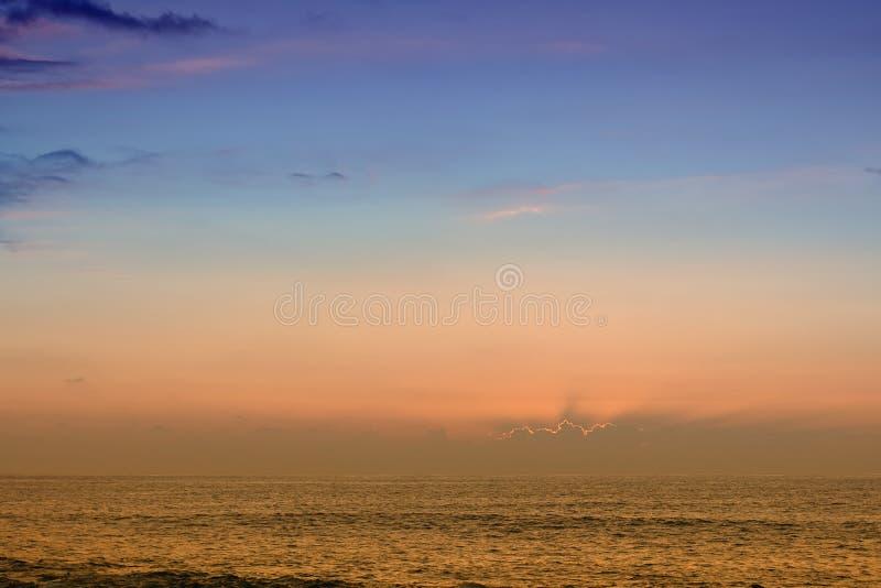 Tramonto dell'oceano immagine stock