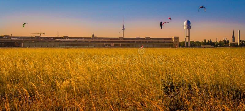 Tramonto della cattedrale di Berlins fotografia stock libera da diritti