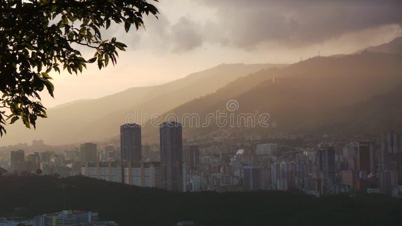 Tramonto della città di Caracas, Venezuela fotografia stock