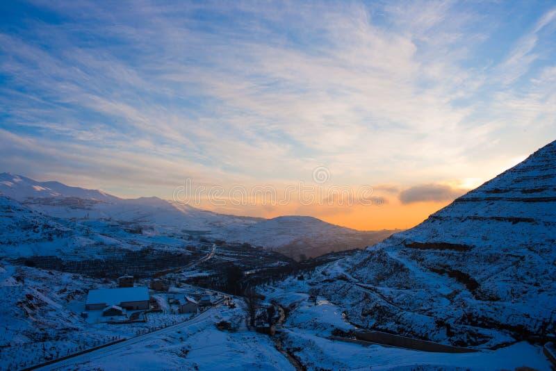 Tramonto della montagna di Chabrouh fotografia stock