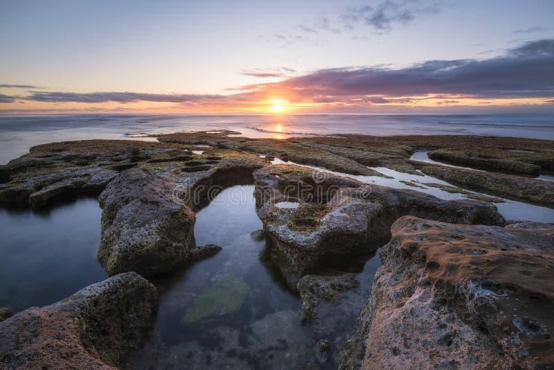Tramonto della pozza di marea di La Jolla in California fotografia stock