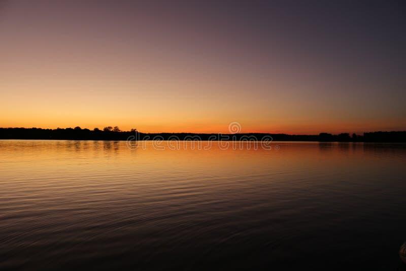 Tramonto della primavera sulla baia di Chesapeake fotografia stock