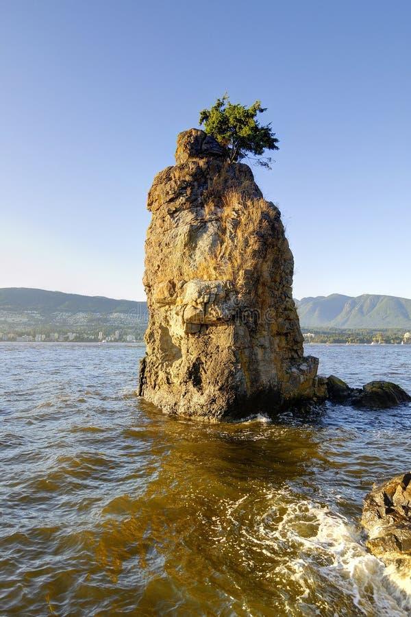 Tramonto della roccia di Siwash, Stanley Park, Vancouver, Canada immagini stock libere da diritti