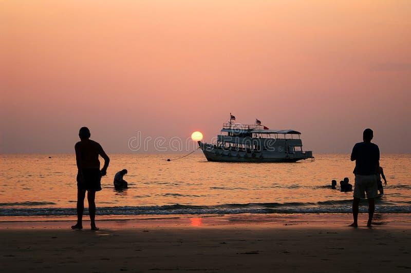 Tramonto della spiaggia di Klong Prao fotografia stock