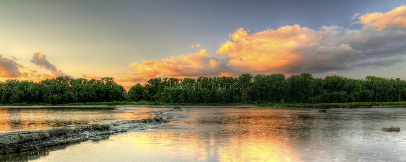 Tramonto delle rapide del fiume fotografia stock libera da diritti