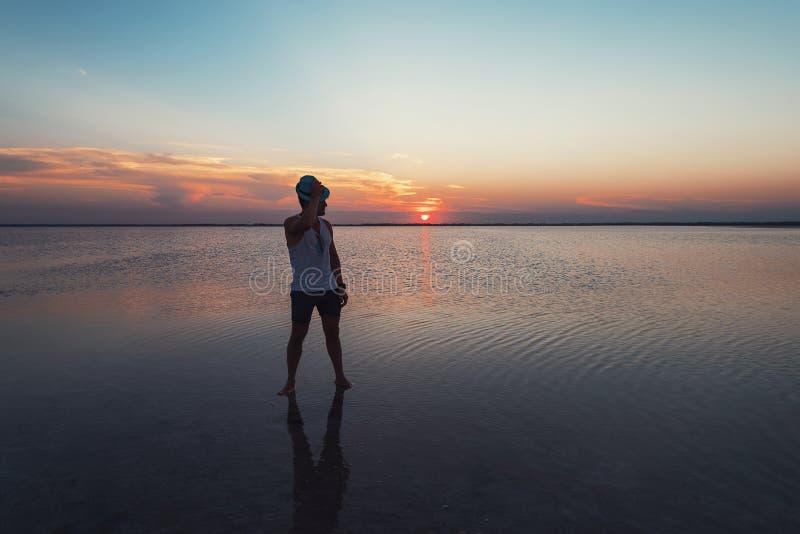 Tramonto di bellezza sul lago salato immagine stock libera da diritti