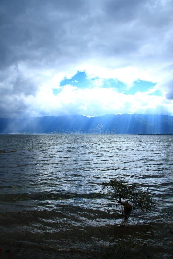 Tramonto di Dali Erhai Lake fotografia stock libera da diritti