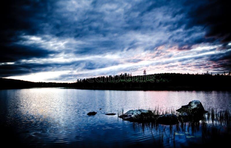 Download Tramonto di estate fotografia stock. Immagine di lago - 3884160