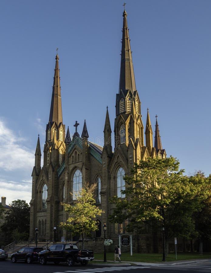 Tramonto di estate sopra la cattedrale della basilica della st Dunstan a Charlottetown fotografia stock libera da diritti