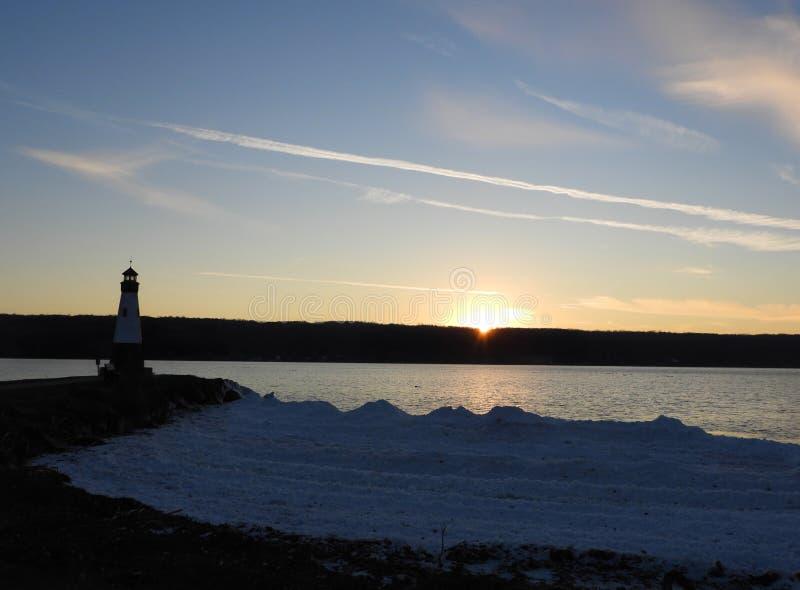 Tramonto di inverno del lago cayuga a Myers Park a Lansing immagine stock