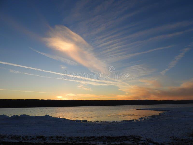 Tramonto di inverno sul lago cayuga immagine stock libera da diritti