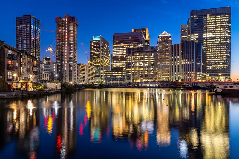 Tramonto di Londra Canary Wharf fotografia stock