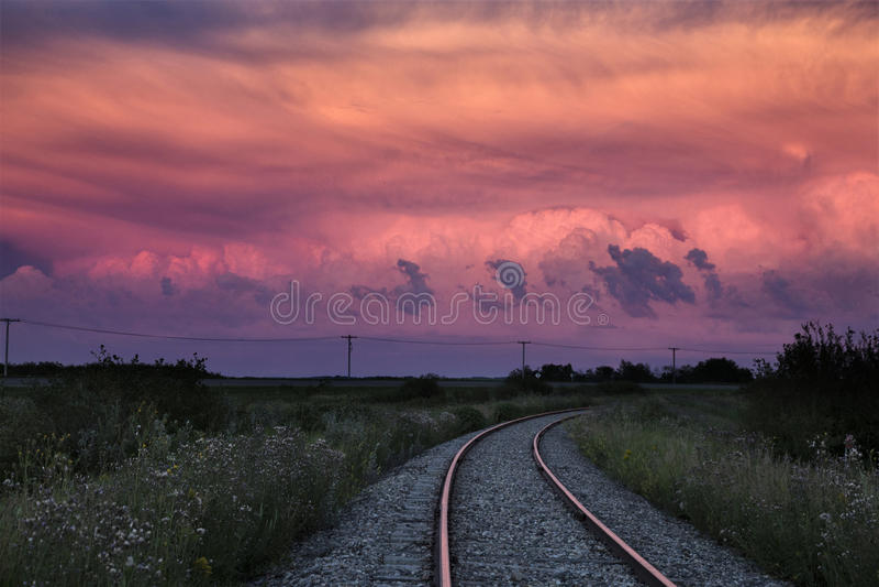 Tramonto di Saskatchewan delle nuvole di tempesta fotografia stock