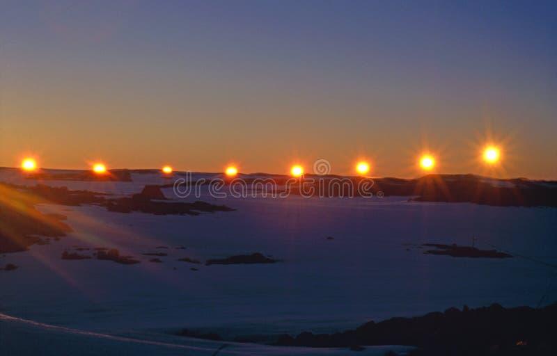 Tramonto di Solstice di estate al cerchio antartico immagini stock libere da diritti