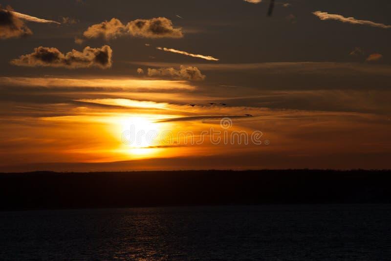 Tramonto di solstizio di inverno sopra Cayuga fotografia stock