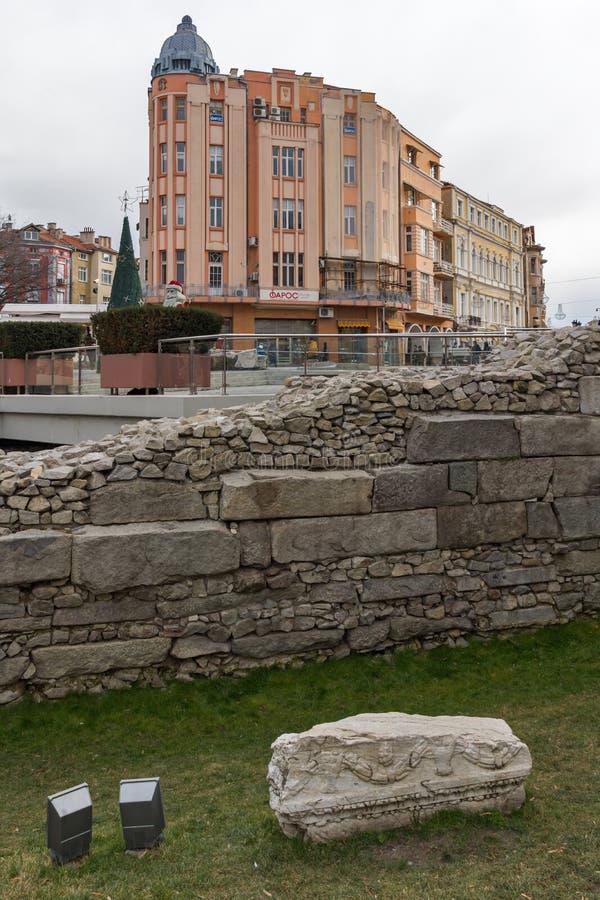 Tramonto di stupore della via di Knyaz Alessandro I in città di Filippopoli, Bulgaria immagine stock