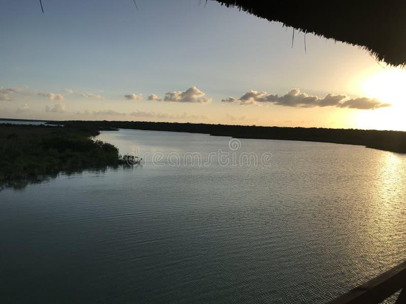 Tramonto di una laguna veduta da sopra fotografia stock