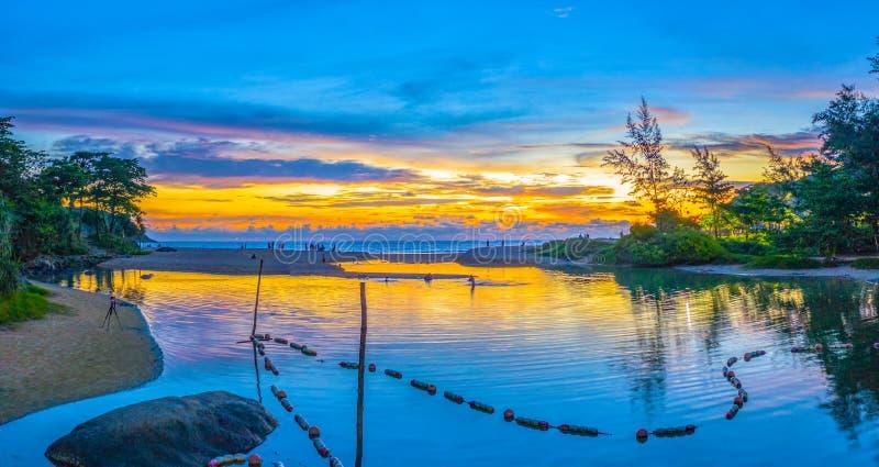 tramonto di vista aerea sopra la spiaggia di Nai Harn fotografia stock libera da diritti