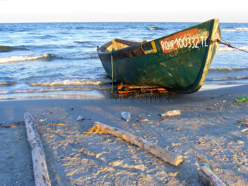 Tramonto drammatico sulla spiaggia di Corbu al Mar Nero, Romania, una di spiaggia vergine più bella in Europa immagine stock