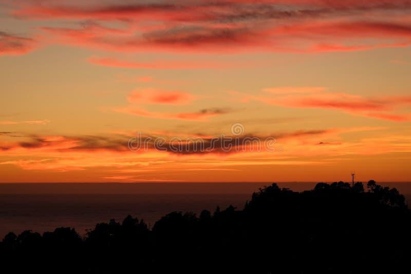 Tramonto drammatico sulle colline di San Francisco immagine stock libera da diritti