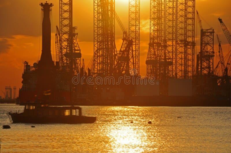Tramonto e cantiere navale fotografie stock libere da diritti