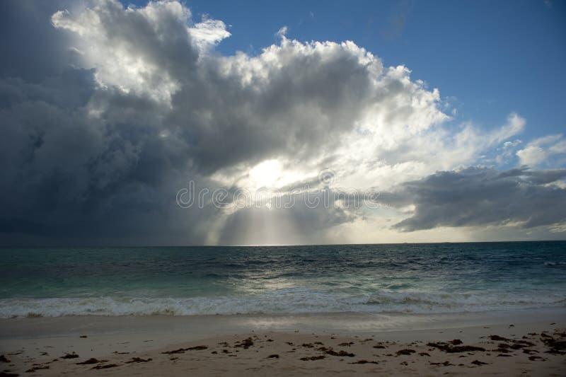 Tramonto e nubi di tempesta fotografia stock