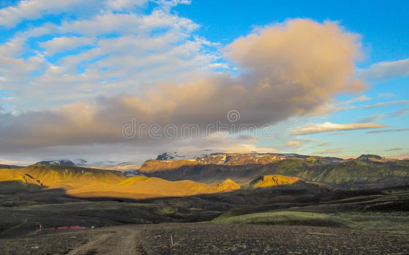 Tramonto epico con e paesaggio di Myrdalsjokull, caldera di Katla, Botnar-Ermstur, traccia di Laugavegur, Islanda del sud fotografia stock libera da diritti
