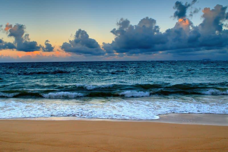 Tramonto iniziale dell'Hawai sul puntello fotografia stock libera da diritti