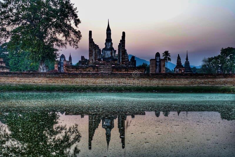 Tramonto la vecchia città Sukhothai Tailandia fotografia stock