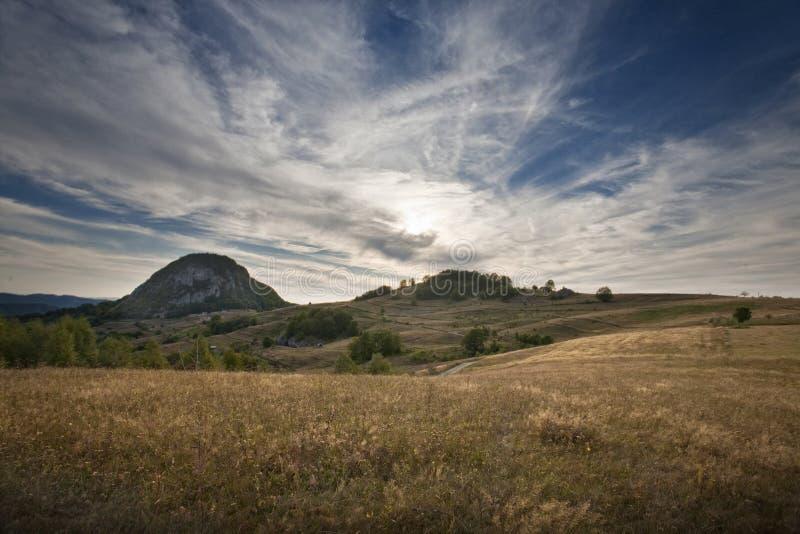 Download Tramonto maestoso immagine stock. Immagine di paese, foresta - 30832047