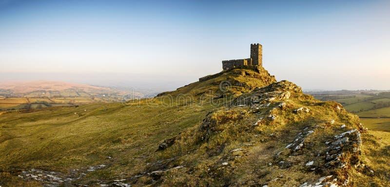 Chiesa di Brentor su Dartmoor in Devon fotografia stock