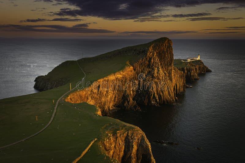 Tramonto a Neist Point, famosa scogliera con faro sull'isola di Skye, Scozia, Regno Unito fotografia stock