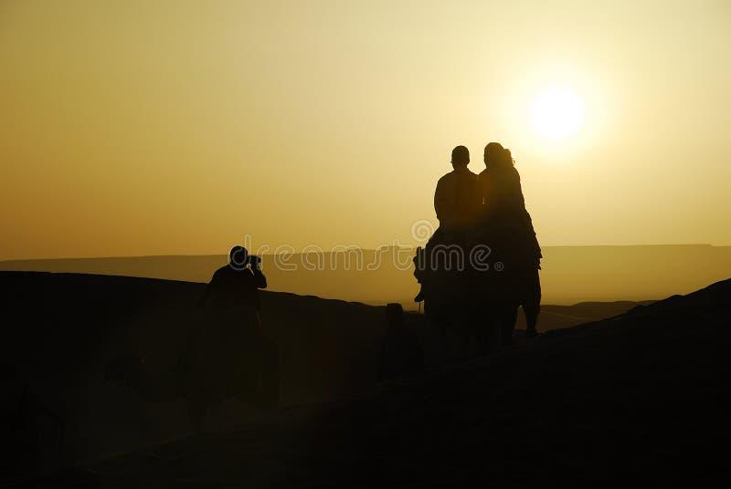 Tramonto nel deserto. immagine stock