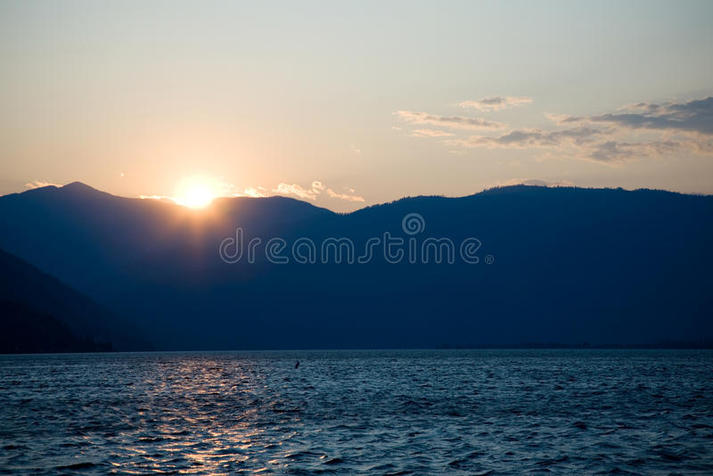 Tramonto nel lago Chelan immagini stock