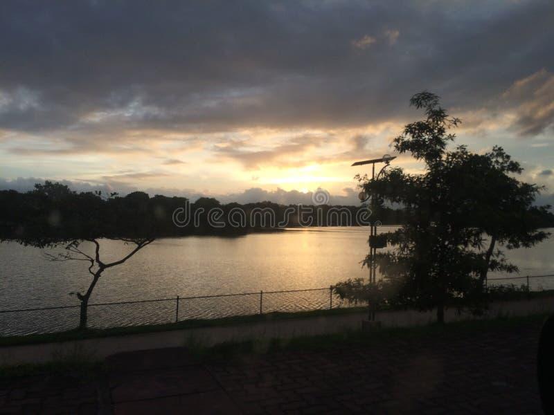 Tramonto nel lago Sri Lanka parliament fotografia stock libera da diritti