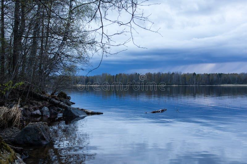 Tramonto nel lago Vuoksa immagine stock