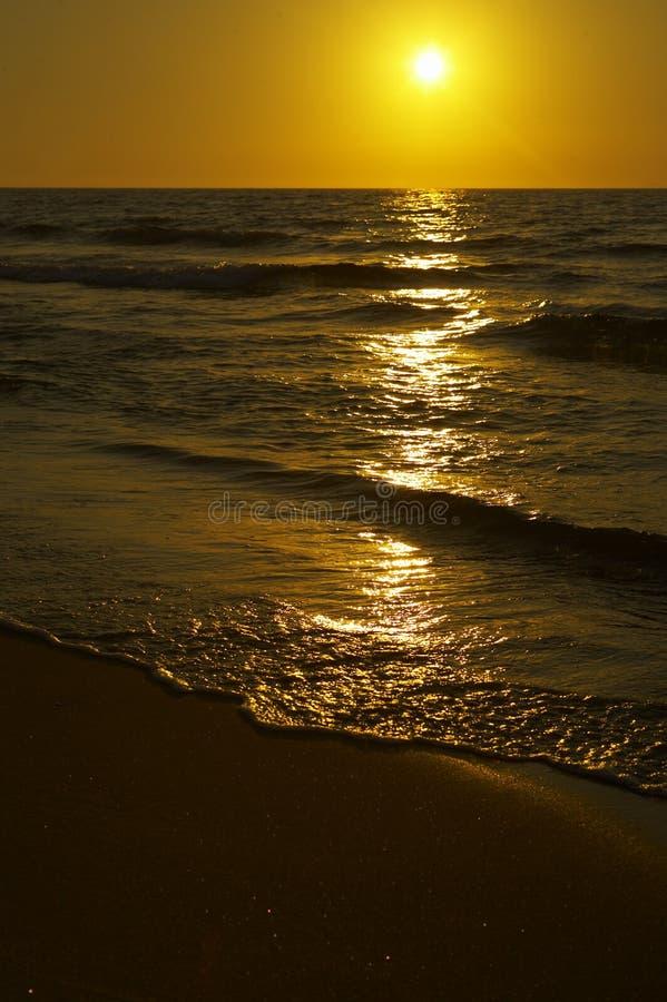Download Tramonto nel mare fotografia stock. Immagine di festa - 3139776