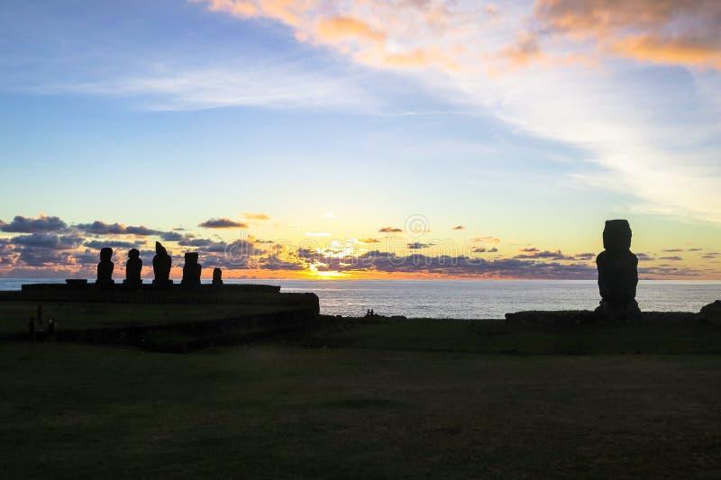 Tramonto nell'isola di pasqua, Cile fotografie stock libere da diritti