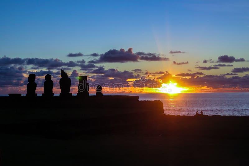 Tramonto nell'isola di pasqua, Cile immagine stock
