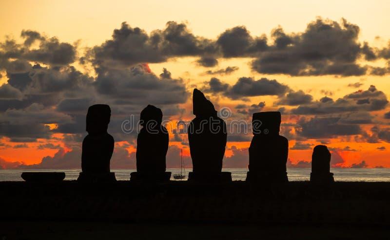 Tramonto nell'isola di pasqua, Cile fotografia stock libera da diritti