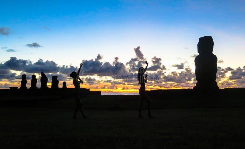 Tramonto nell'isola di pasqua, Cile fotografia stock