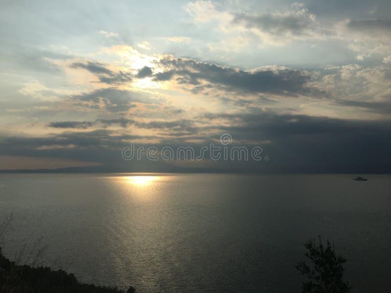tramonto nell'isola di Thasos fotografie stock libere da diritti