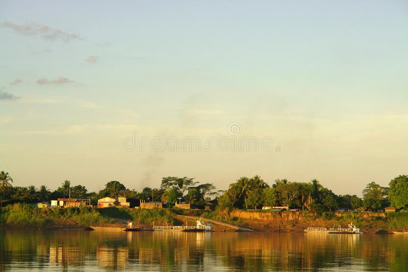 Tramonto nella giungla di Puerto Maldonado fotografia stock libera da diritti